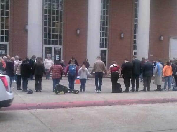 Student's and Alumni praying for Louisiana College