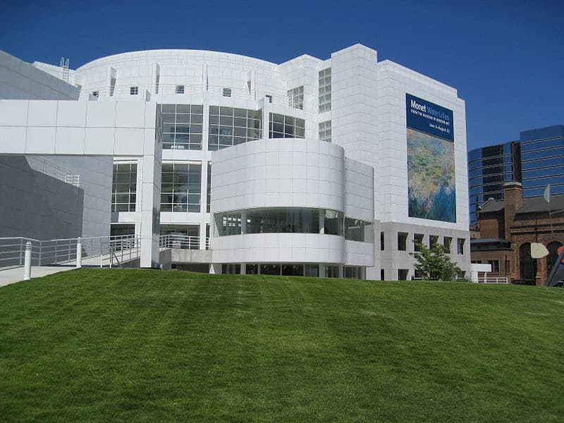 800px-High_Museum_of_Art_in_Atlanta.jpg