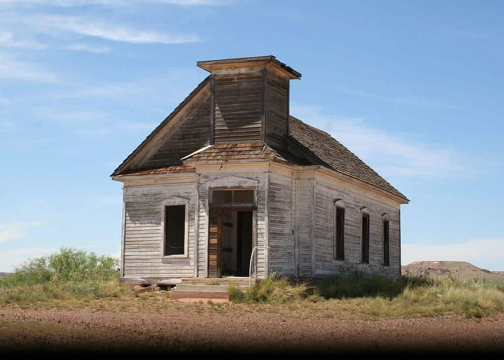 1024px-Abandoned_church_in_New_Mexico-1024x731.jpg